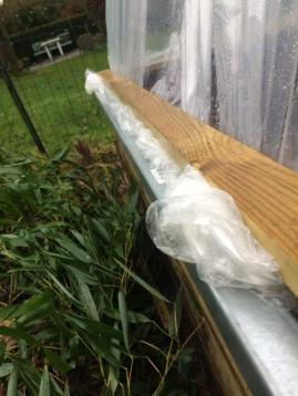 Fabrication d'un bac à semis, avec tunnel en plastique et protection contre les limaces.